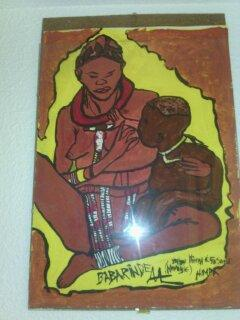 Femme Himba donnant le sein à son bébé